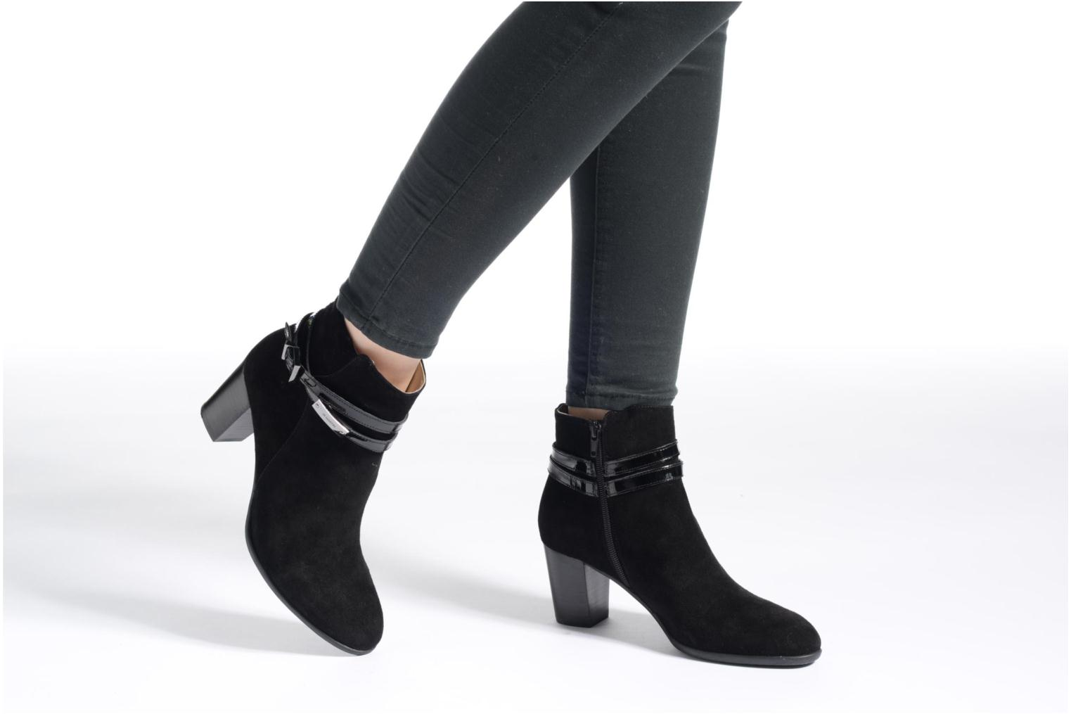 Ankle boots JB MARTIN Cynthia Black view from underneath / model view