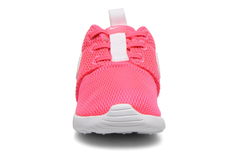 Baskets Nike Nike Roshe One (Tdv) Rose vue portées chaussures