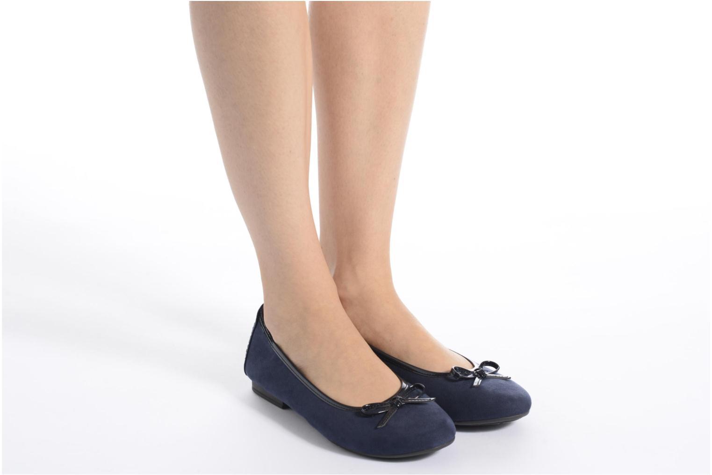Ballerinas Jana shoes Aciego blau ansicht von unten / tasche getragen