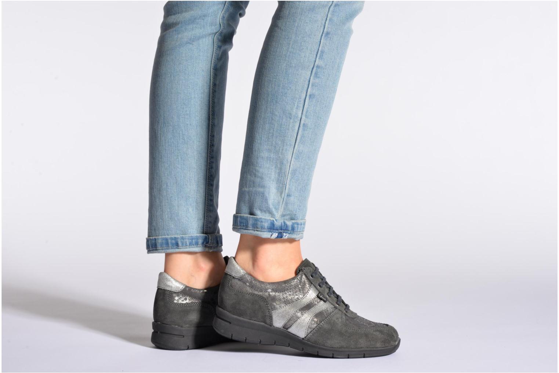 Sneaker UMO Confort Douti braun ansicht von unten / tasche getragen
