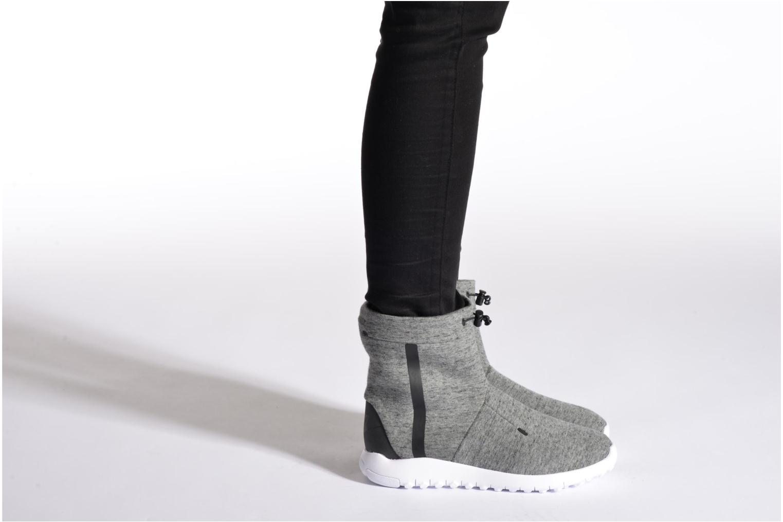 Bottines et boots Nike Wmns Nike Tech Fleece Mid Violet vue bas / vue portée sac