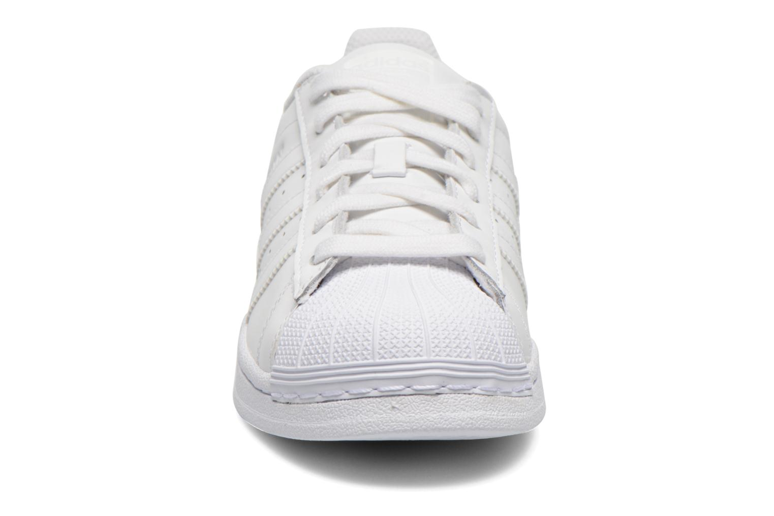 Baskets Adidas Originals Superstar Foundation W Blanc vue portées chaussures