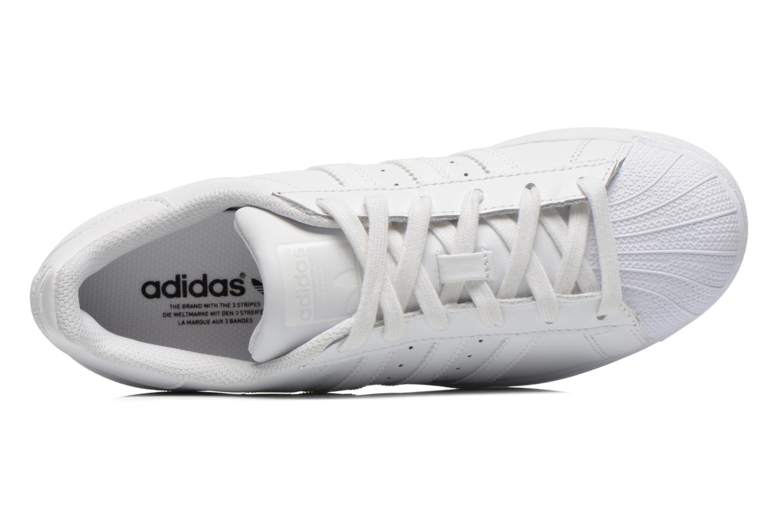 Trainers Adidas Originals Superstar Foundation W White view from the left