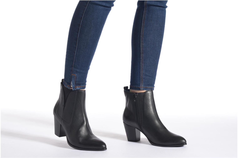 Stiefeletten & Boots Karston Oblada schwarz ansicht von unten / tasche getragen
