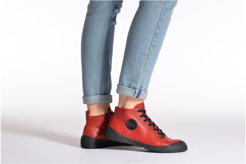 Sneaker Pataugas RockerN rot ansicht von unten / tasche getragen