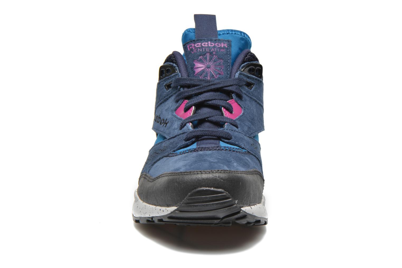 Baskets Reebok Ventilator Mid Boot Bleu vue portées chaussures