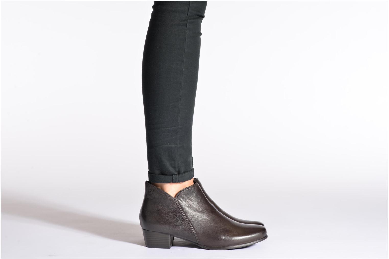 Bottines et boots Caprice Sandrine Marron vue bas / vue portée sac