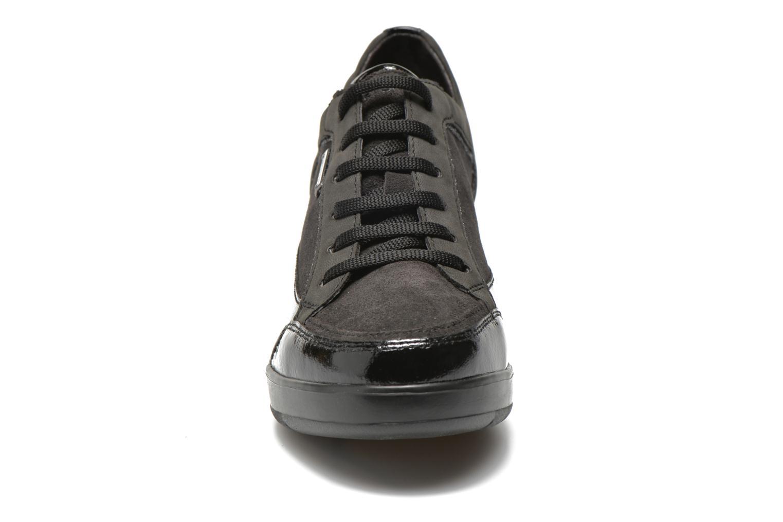 Sneakers Stonefly Ebony 4 Nero modello indossato