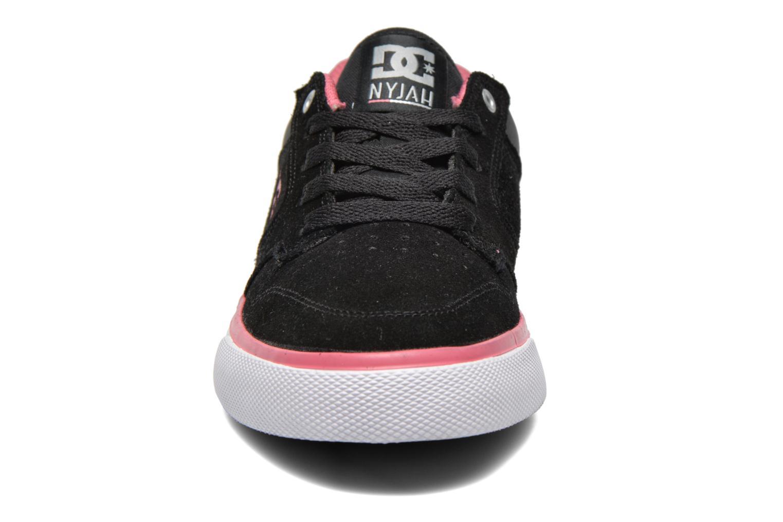 Baskets DC Shoes Nyjah Vulc SE W Noir vue portées chaussures