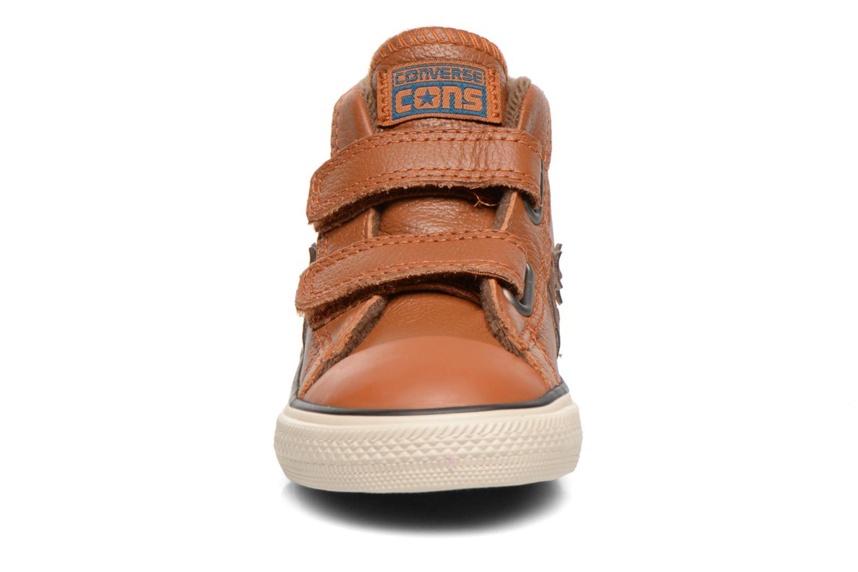 Sneaker Converse Star Player 2V Lea Mid braun schuhe getragen