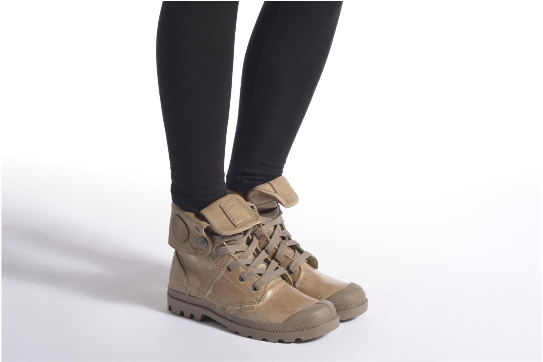 Sneaker Palladium Pallabrousse Baggy L2 U W schwarz ansicht von unten / tasche getragen