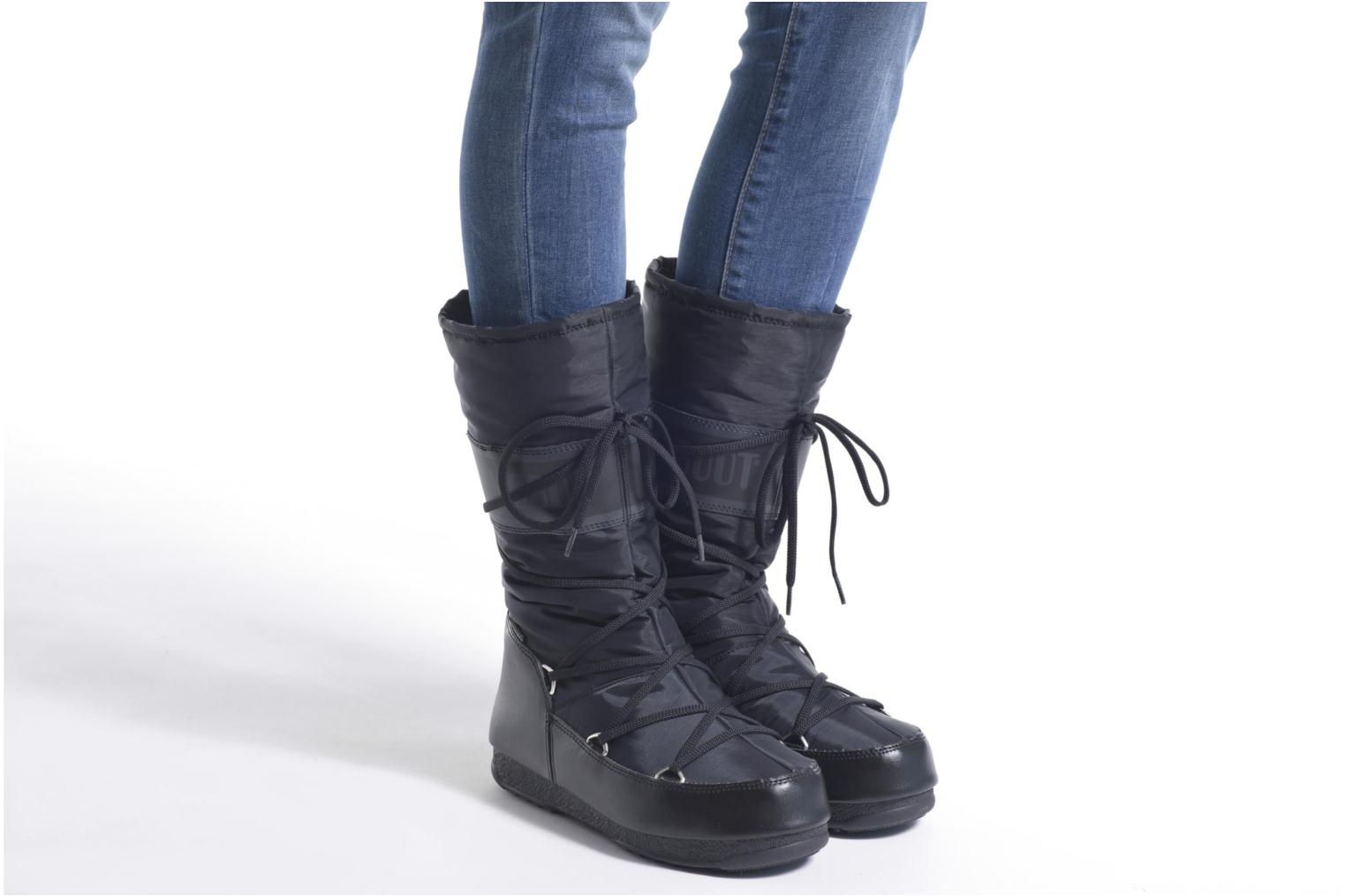 Sport shoes Moon Boot Soft Shade Black view from underneath / model view