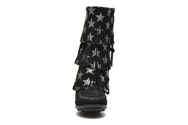 Bottes Minnetonka Star 3 Layer Noir vue portées chaussures