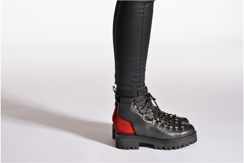Boots Intentionally blank Tharp Grå bild från under