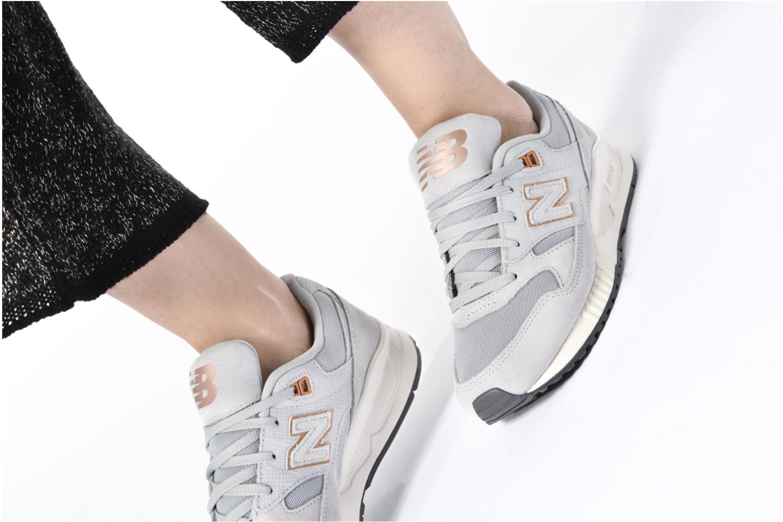 Sneaker New Balance W530 mehrfarbig ansicht von unten / tasche getragen