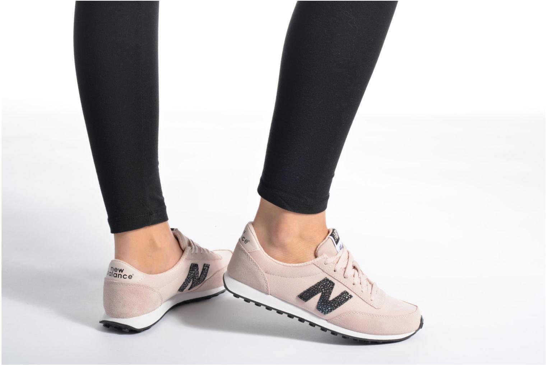 Sneaker New Balance WL410 rosa ansicht von unten / tasche getragen
