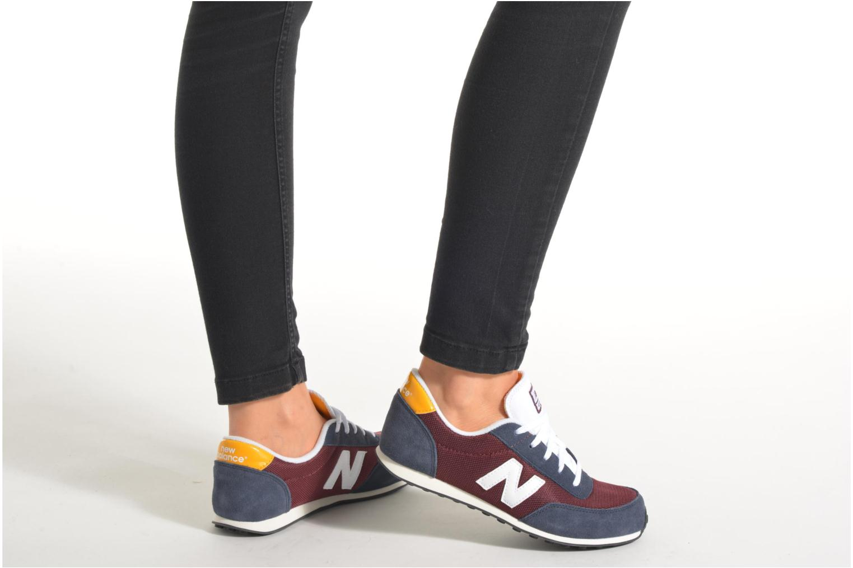 Sneaker New Balance KL410 J schwarz ansicht von unten / tasche getragen