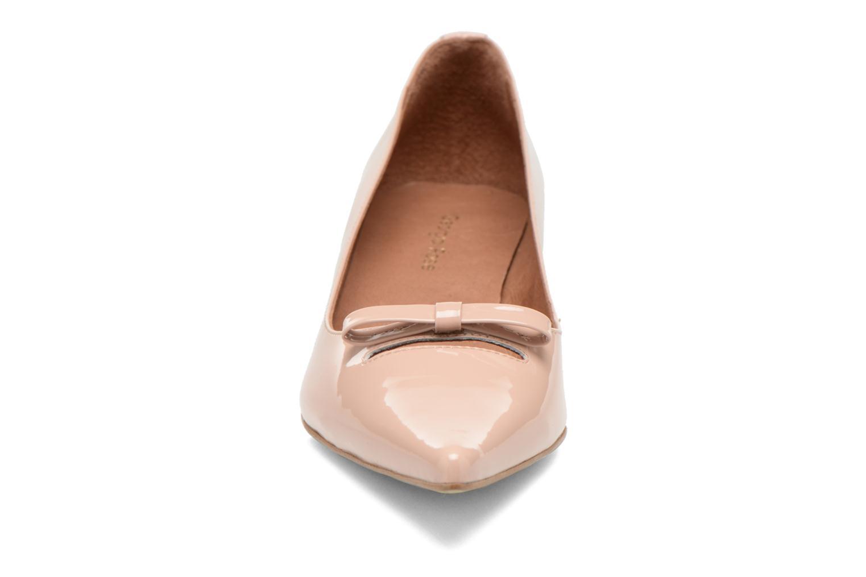 Zapatos de tacón Georgia Rose Ribote Beige vista del modelo