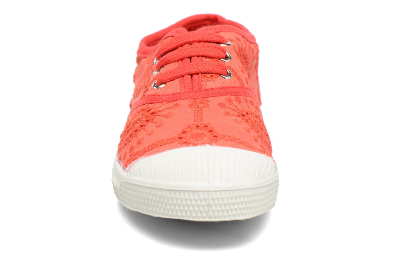 Baskets Bensimon Tennis Broderie Anglaise E Rouge vue portées chaussures