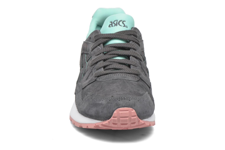 Baskets Asics Gel-Lyte V W Gris vue portées chaussures