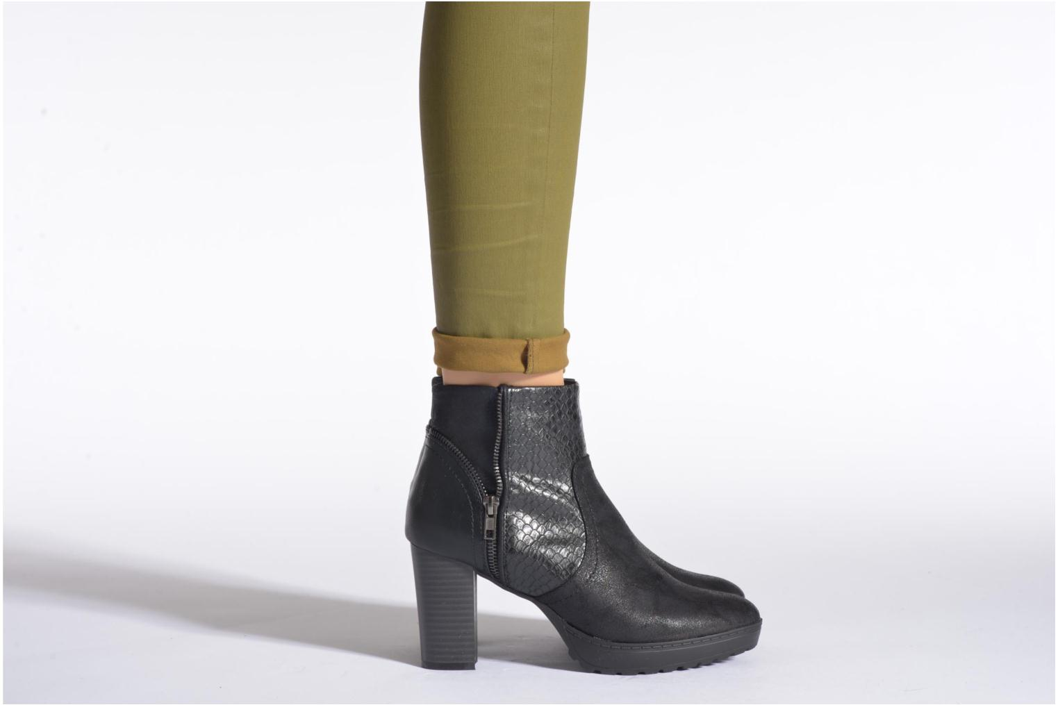 Ankle boots La Strada Lola Black view from underneath / model view