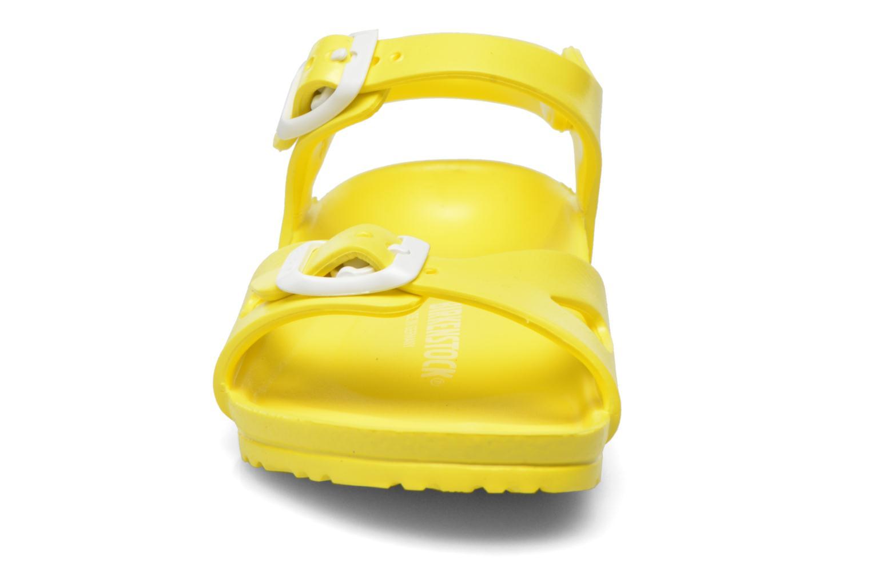 Sandales et nu-pieds Birkenstock Rio EVA Jaune vue portées chaussures