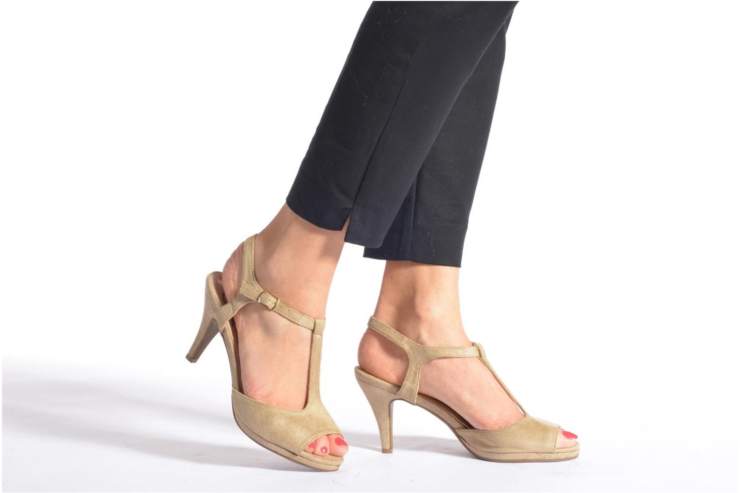 Sandals Refresh Wanita Bronze and Gold view from underneath / model view