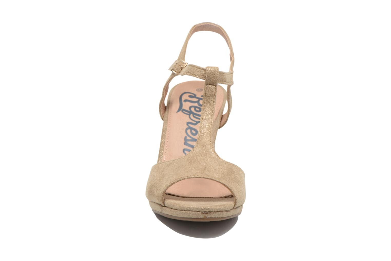 Sandals Refresh Wanita Bronze and Gold model view