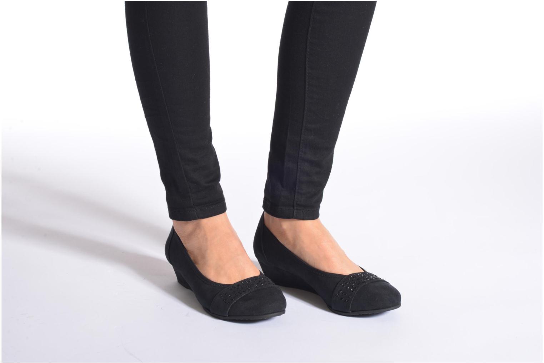 Pumps Jana shoes Dolina schwarz ansicht von unten / tasche getragen