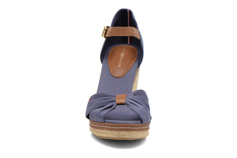 Sandales et nu-pieds Tommy Hilfiger Elena 1D Bleu vue portées chaussures