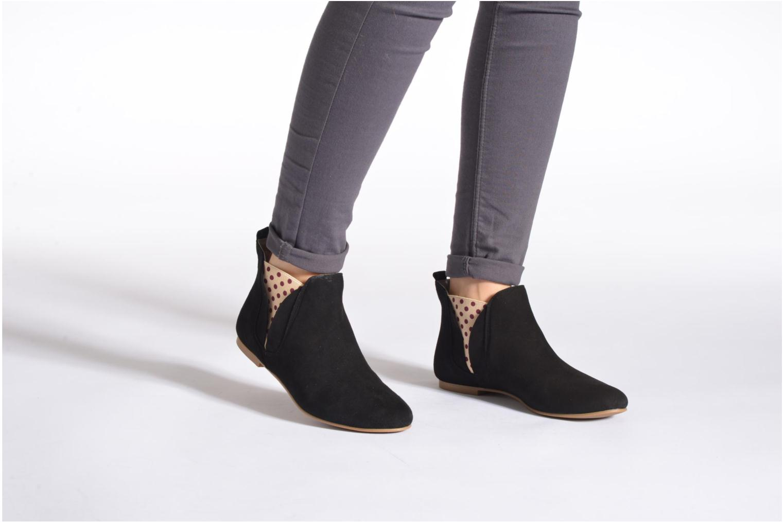 Ankle boots Ippon Vintage Sun flydots Black view from underneath / model view