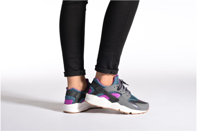 Sneaker Nike Wmns Air Huarache Run schwarz ansicht von unten / tasche getragen
