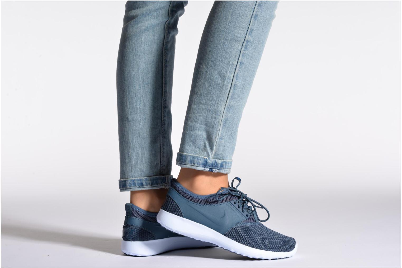 Sneaker Nike Wmns Nike Juvenate Txt blau ansicht von unten / tasche getragen