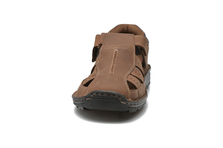 Sandali e scarpe aperte Roadsign Garry Marrone modello indossato