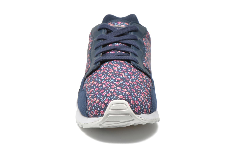 Baskets Le Coq Sportif LCS R900 GS flowers Bleu vue portées chaussures