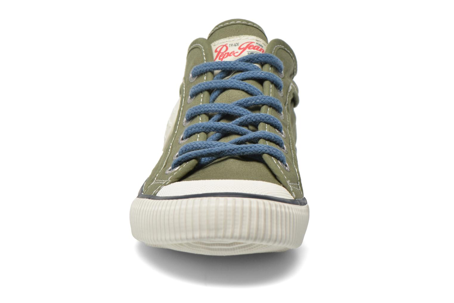Sneakers Pepe jeans Industry Basic Boy Verde modello indossato