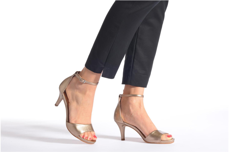 Sandalen Unisa Once gold/bronze ansicht von unten / tasche getragen