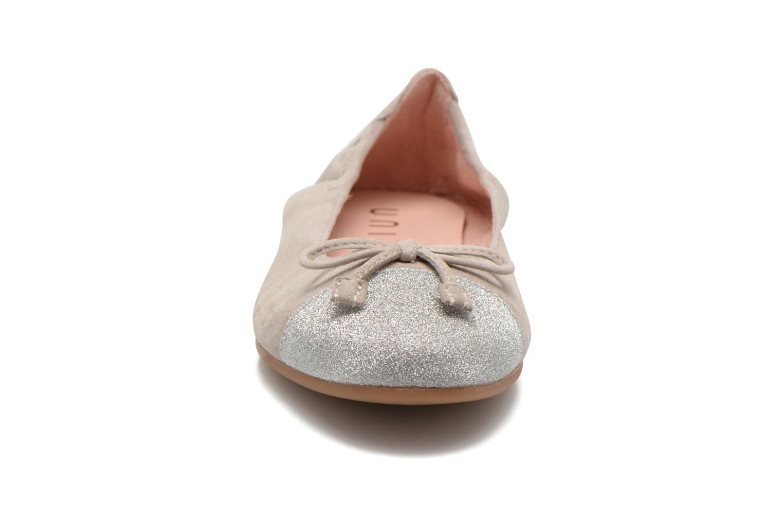 Ballerines Unisa Dino Gris vue portées chaussures
