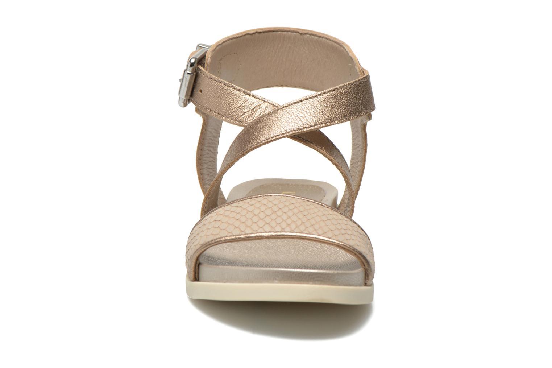 Sandales et nu-pieds Unisa Pacy Or et bronze vue portées chaussures