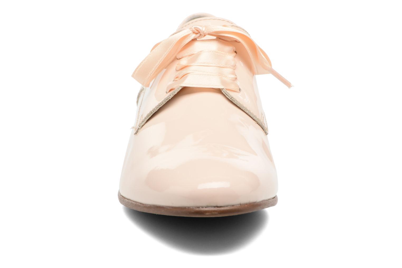 Scarpe con lacci Georgia Rose Alilikou Beige modello indossato