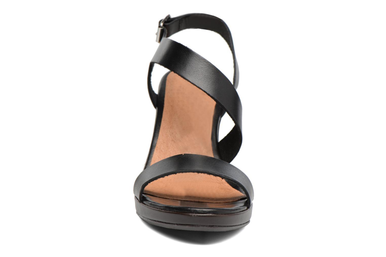Sandali e scarpe aperte Georgia Rose Ecarme Nero modello indossato