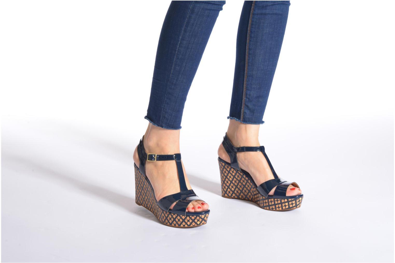 Sandales et nu-pieds Clarks Amelia Roma Bleu vue bas / vue portée sac
