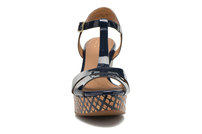 Sandales et nu-pieds Clarks Amelia Roma Bleu vue portées chaussures