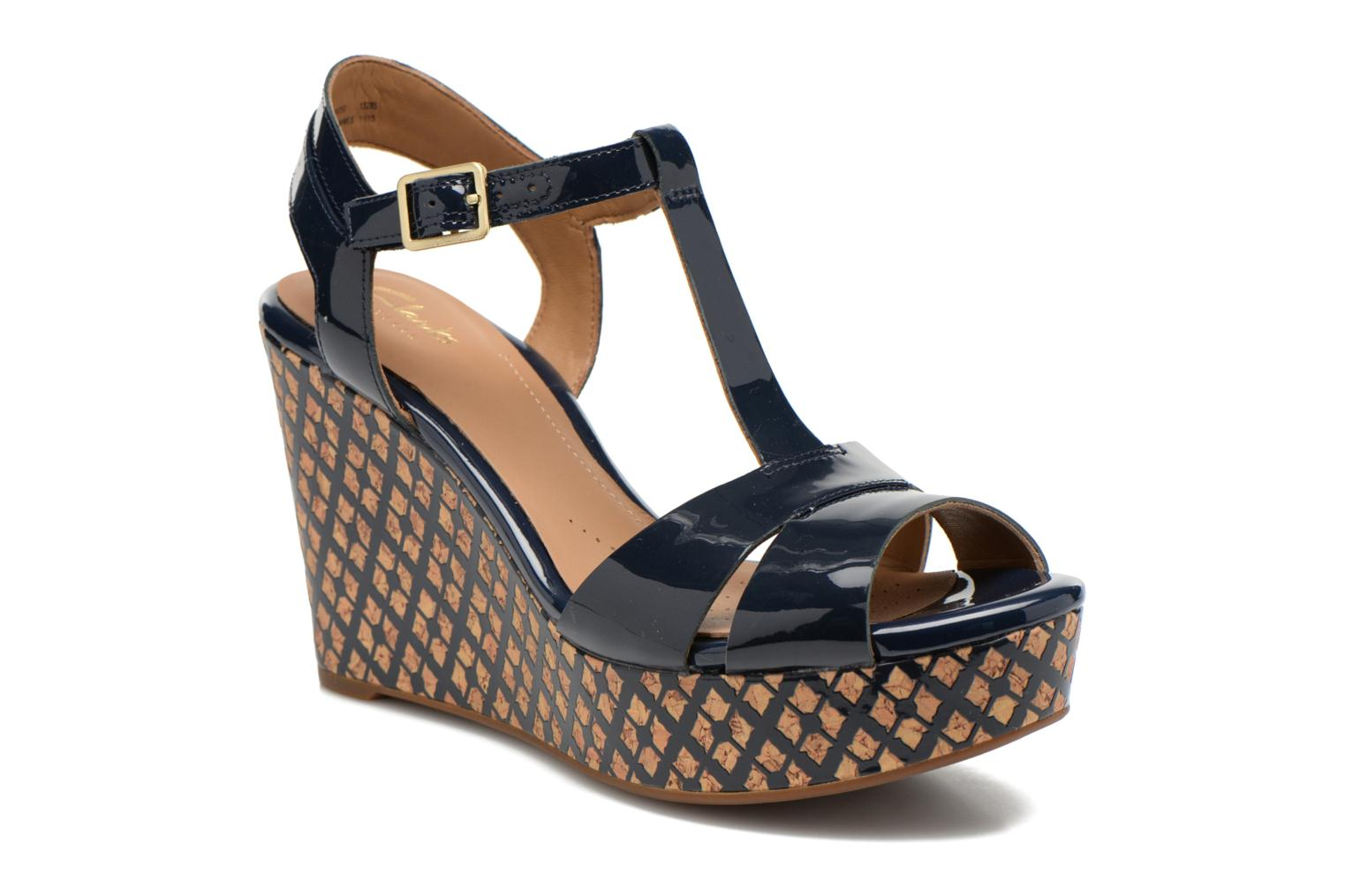 Sandals Clarks Amelia Roma Blue detailed view/ Pair view