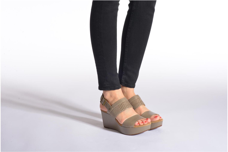Sandales et nu-pieds Clarks Caslynn Kat Beige vue bas / vue portée sac