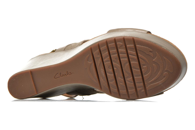 Sandali e scarpe aperte Clarks Caslynn Kat Beige immagine dall'alto