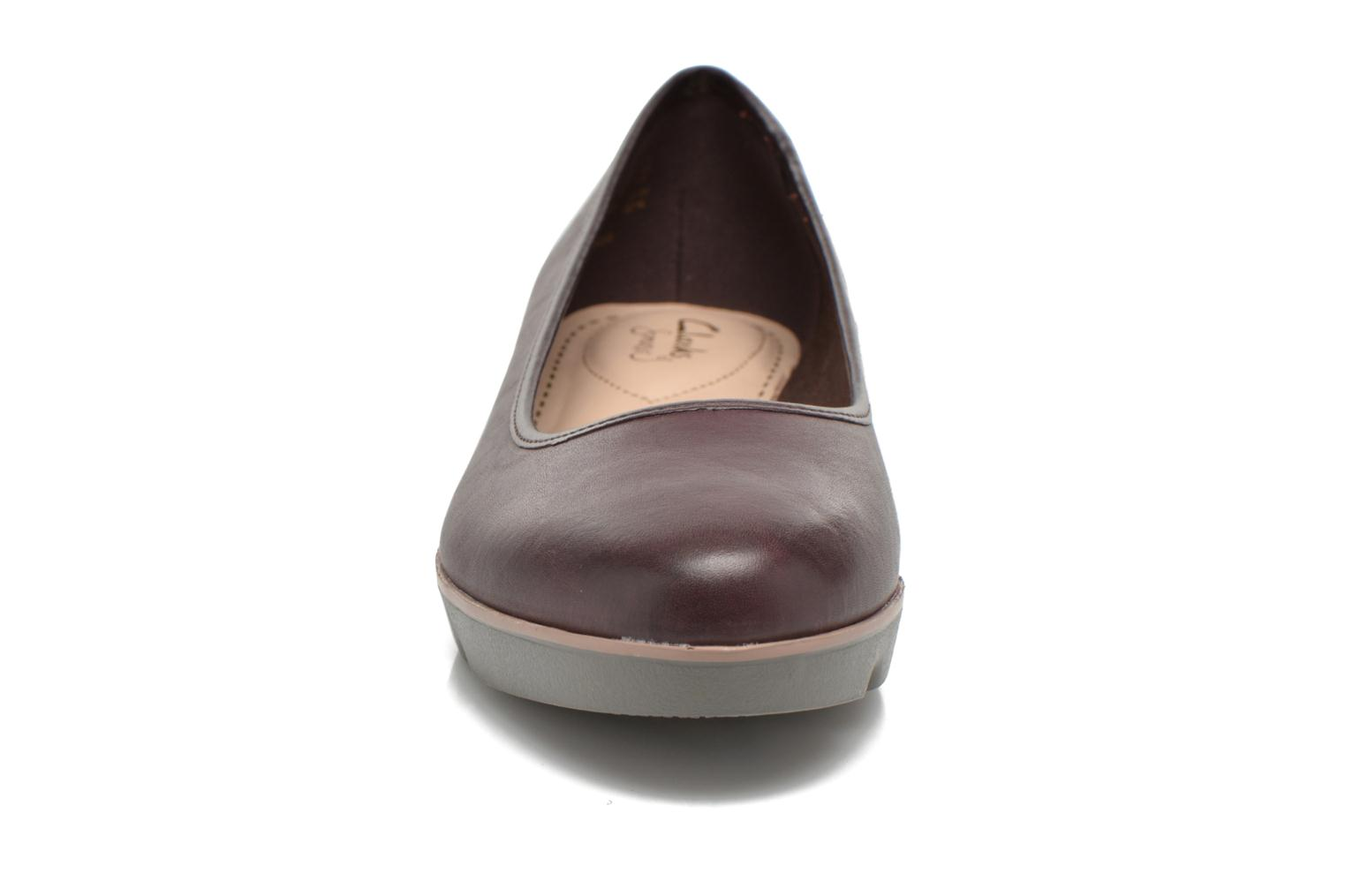 Ballet pumps Clarks Evie Buzz Burgundy model view