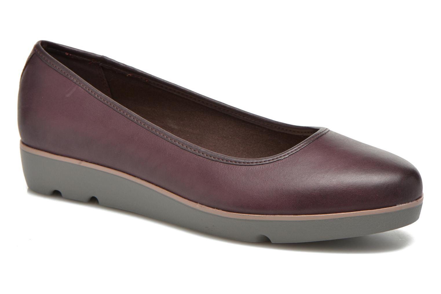 Ballet pumps Clarks Evie Buzz Burgundy detailed view/ Pair view