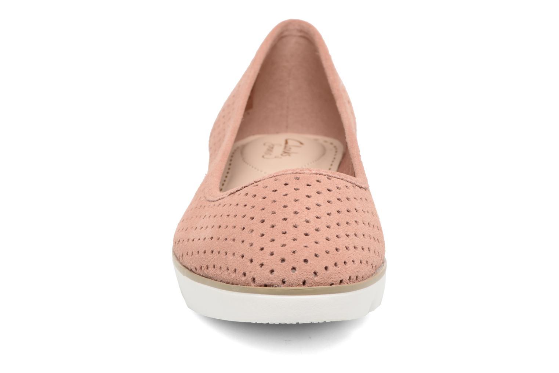 Ballerines Clarks Evie Buzz Rose vue portées chaussures