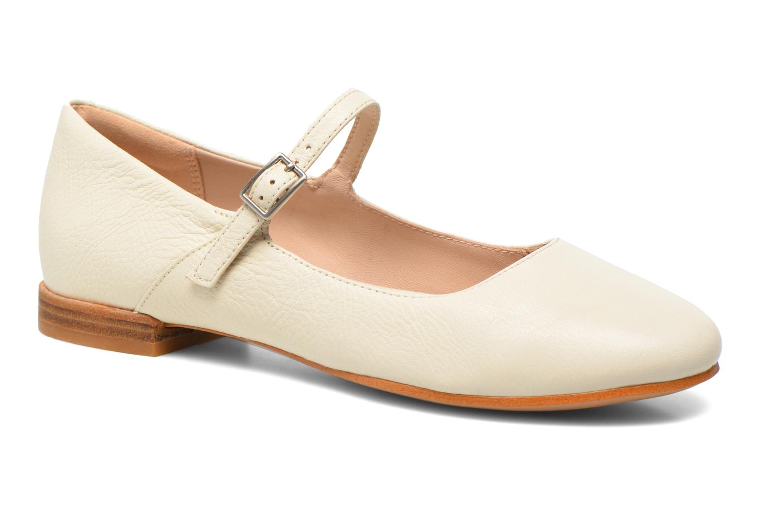 Ballet pumps Clarks Festival Glory Beige detailed view/ Pair view